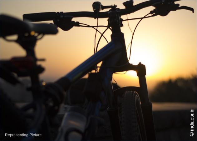 Source : https://pixabay.com/photos/bike-sunset-evening-outdoor-1517763/