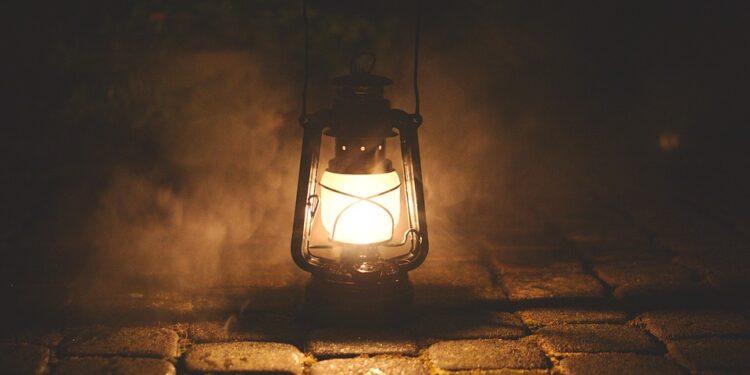 Photo: https://pixabay.com/photos/lamp-oil-lamp-nostalgia-old-2903830/